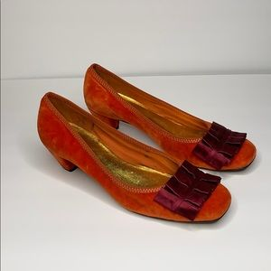 BCBGMAXAZRIA orange velvet heels with burgundy bow